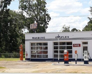 Complete Vintage Perfect Gulf Gas Station Found!